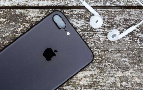 Почему iPhone думает что подключены наушники